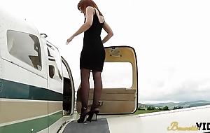 Sonia et Morgane survol sensuel en avion