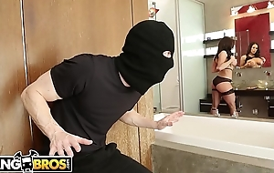 BANGBROS - MILF Kendra Lust Takes Control Of A catch Thief, Ryan Mclane