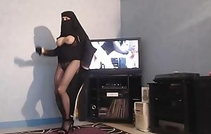 musulmane voil&eacute_e danse les seins nus