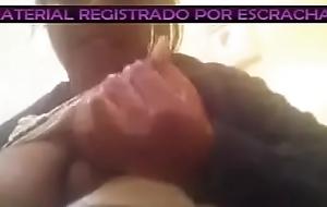 Negrita masturbandose en el trabajo