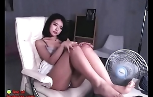 Stunning Korean shows her bj skills