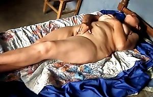 Mujer madura y pajera tiene un fuerte orgasmo de verdad...
