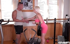 Gym fuck XXX action makes Christina Shine blow dude'_s smokescreen hard cock
