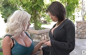Well-endowed vixens Savannah Stevens &amp_ Darcie Dolce replication their pinks nigh carnal knowledge toys