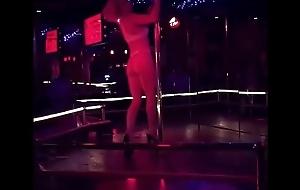 Domina un gran dance sobre sus Tacones Gigantes High Heels