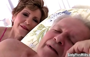 Venerable Floosie Gives a Fantastic Blowjob to a Stud