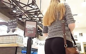 gostosa loira de legging