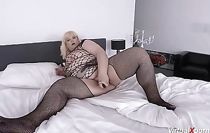despondent bbw mature masturbating on livecam