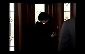 Madrastra japonesa follada brush su hijo despu&eacute_s de la muerte de su marido (Completo: shortina.com/zsYz)