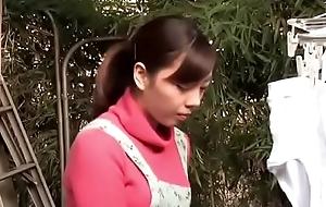 Suegro japon&eacute_s enga&ntilde_ando a su hija (Completo: bit.ly/2D6w2W8)