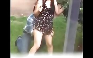 Profesor coge whisk broom estudiante en el patio Video completo en: http://tmearn.com/U5pR3s