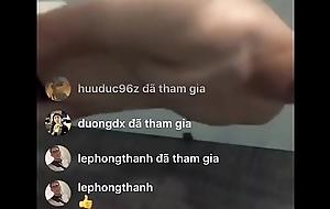 Boy livestream tắm sục bắn tinh